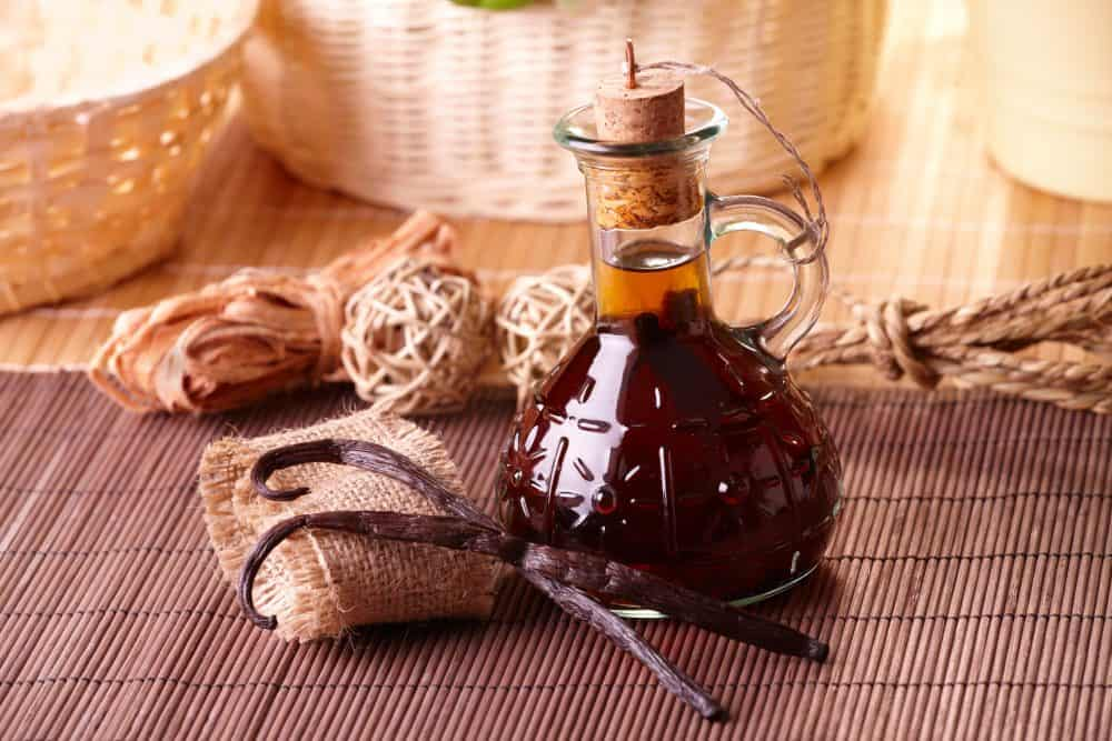 Vanilla extract and beans