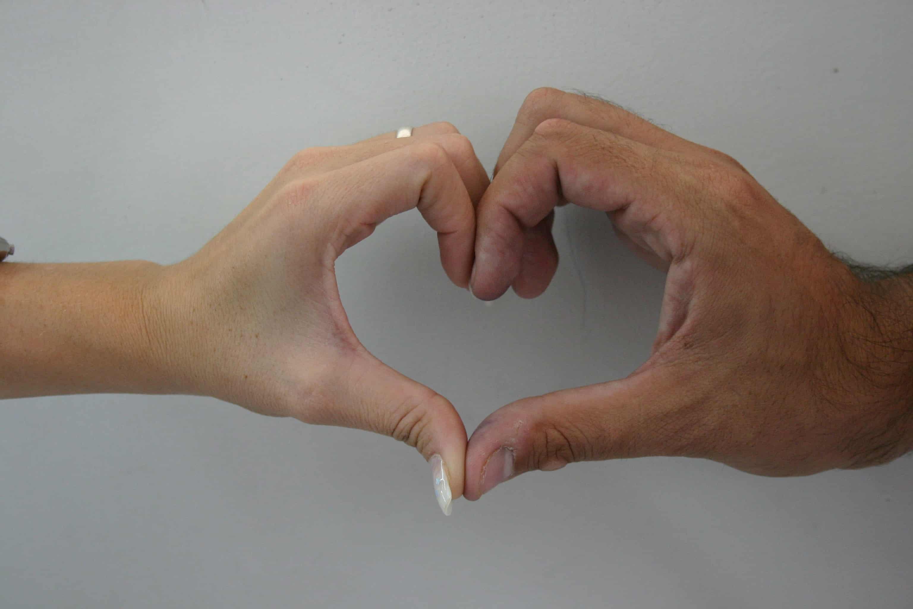 Фото пальцем мужу 2 фотография