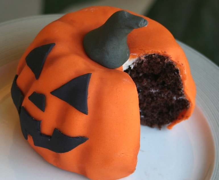 cake shaped and decorated like a Halloween pumpkin