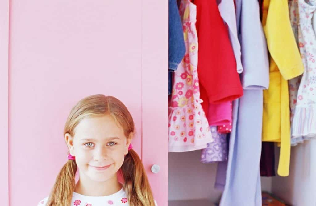 girl-and-closet