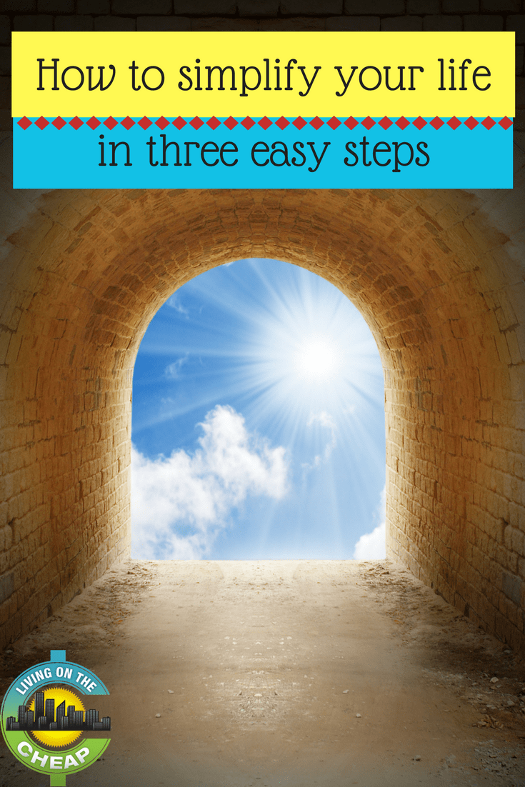 Simplifying your life can free up a lot of mental energy, find out how you can start to simplify you life in 3 easy steps. #simplifyyourlife #simpleliving