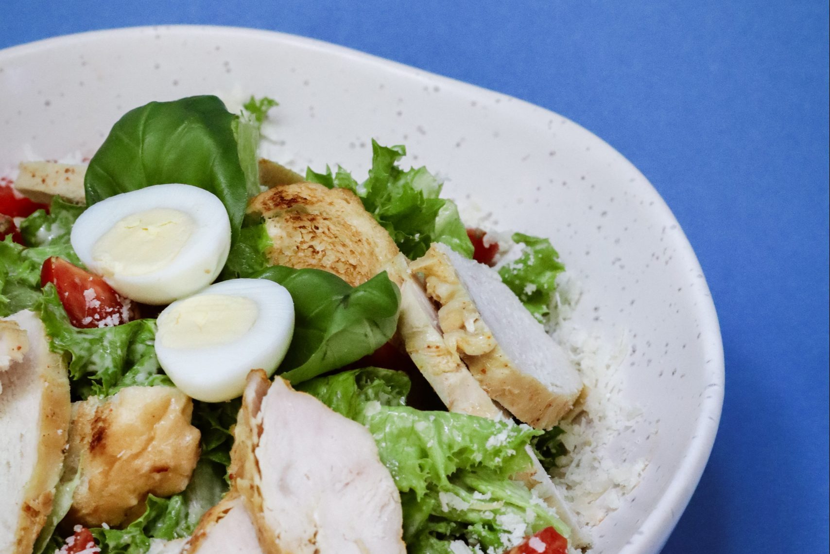 Leftover Easter eggs - salad with grilled chicken and hard boiled eggs