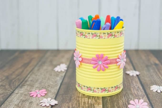 Mother's Day crafts for kids - photo of DIY pencil holder