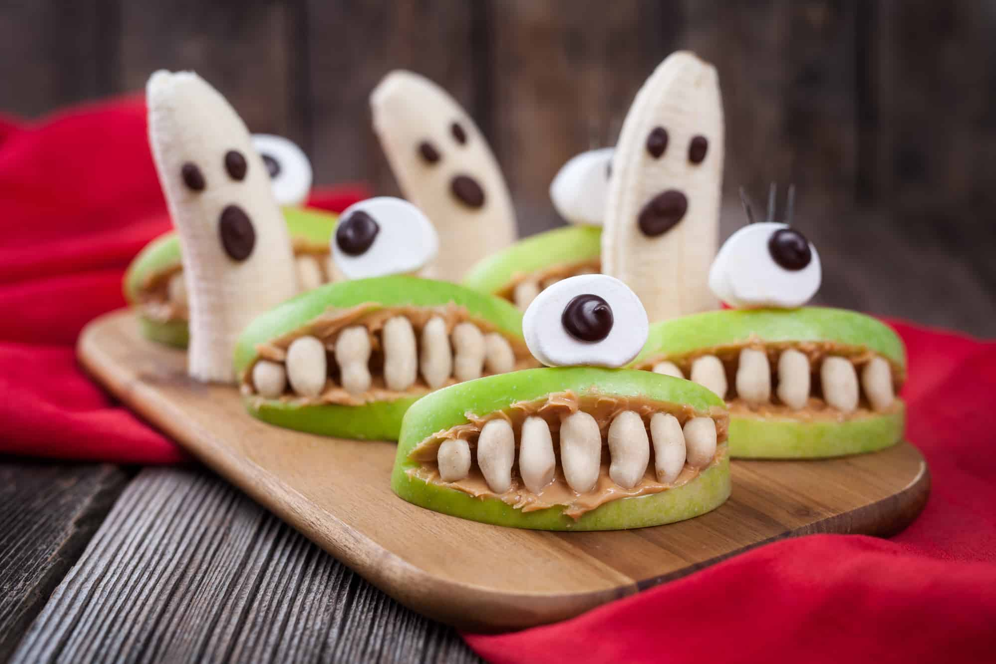 Halloween snack of apple slices that look like a mouth with marshmallow teeth
