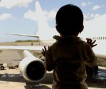 child airplane travel
