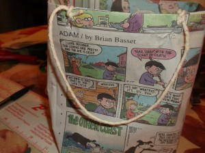 make a gift bag from newspaper