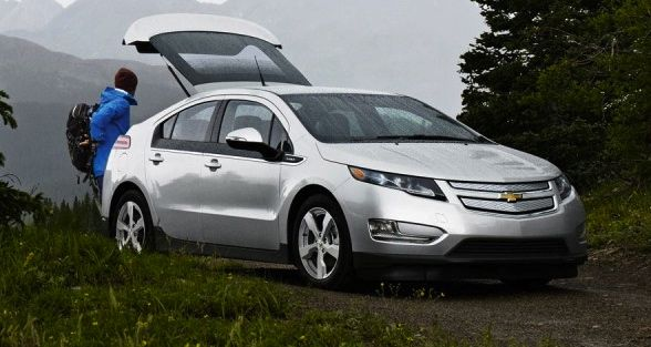 2013 chevy volt hybrid with person living on the cheap. Black Bedroom Furniture Sets. Home Design Ideas