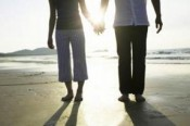 couple-holding-hands-walking-beach-e1359999933871